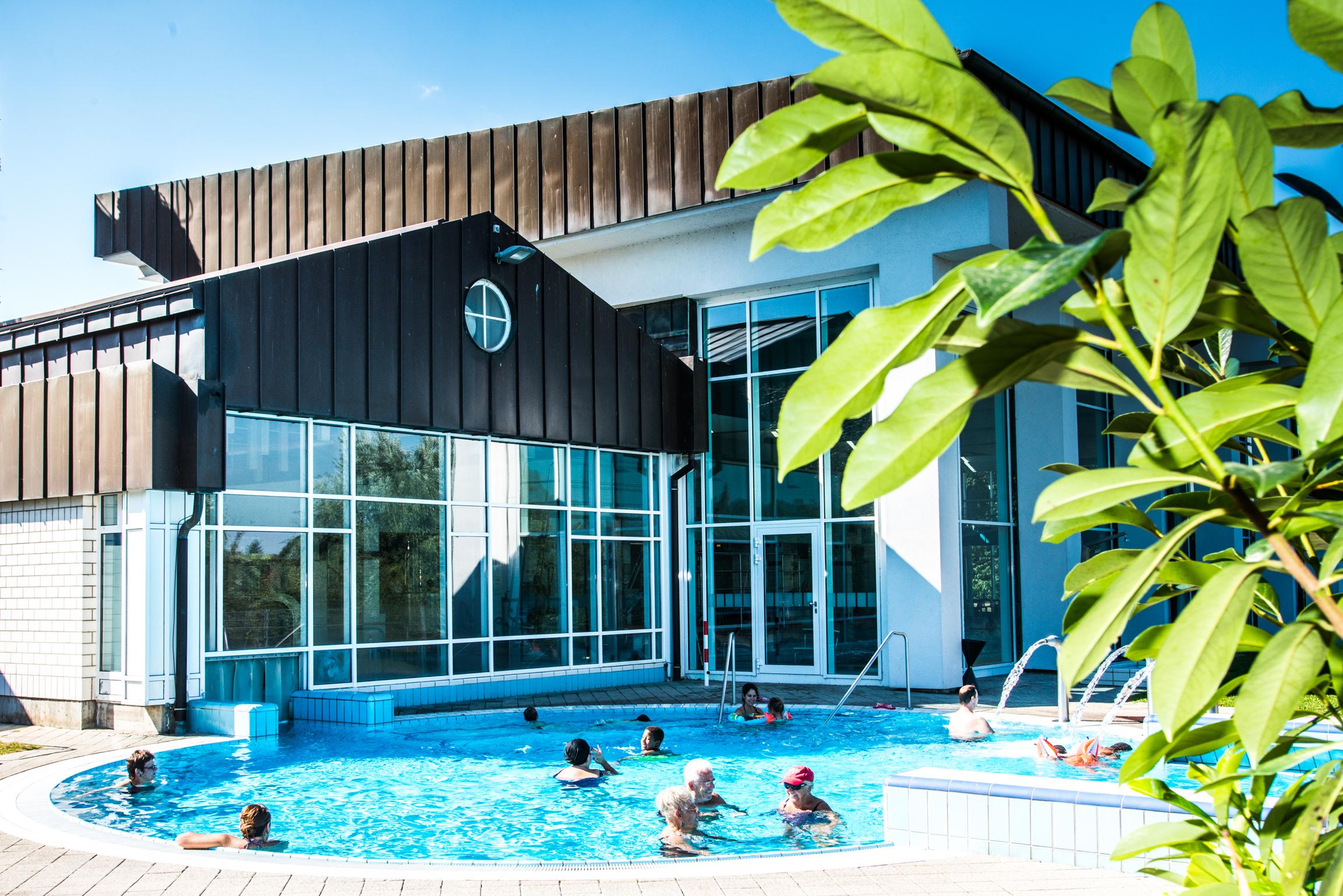 Freizeitbad edingen neckarhausen for Schwimmbad aussen